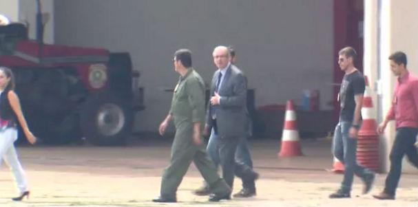 Eduardo Cunha embarca com policiais