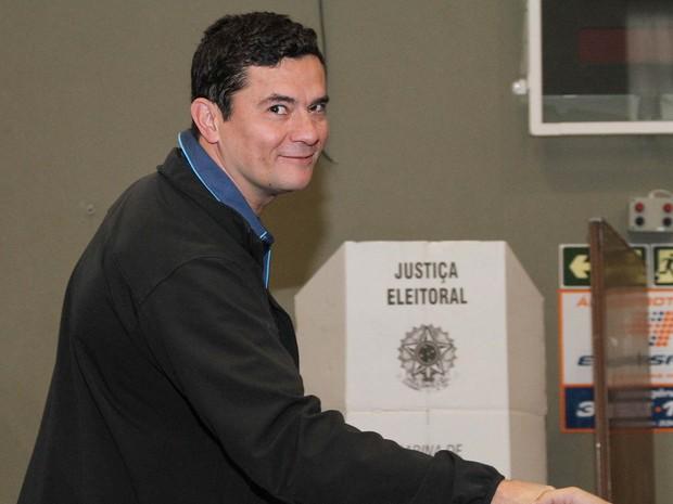 O juiz Sérgio Moro registra seu voto no Clube Duque de Caxias em Curitiba  (Crédito: Reprodução)