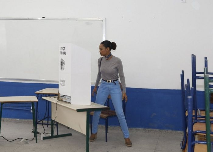 Famosos vão às urnas nas eleições deste domingo (2) em todo o país