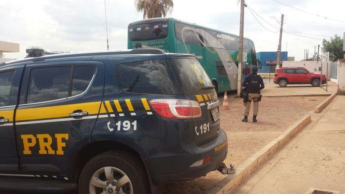Ônibus flagrado transportando eleitores