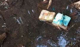 MPE apreende R$ 5 mil em lama do quintal da casa de candidato