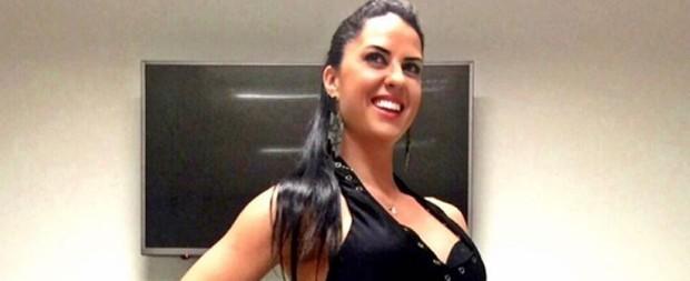 """De vestidinho, Graciele Lacerda mostra """"bumbum na nuca"""" e filosofa"""