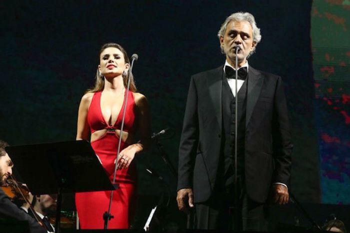 Paula Fernandes durante dueto com Andrea Bocelli
