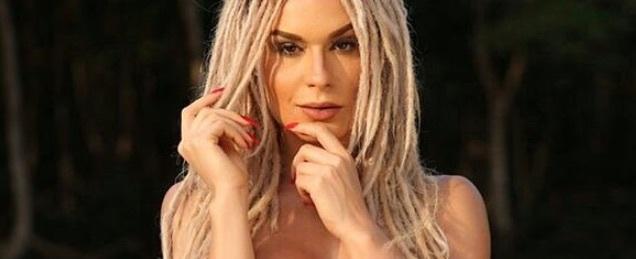 Fernanda Lacerda posa de topless em prol outubro rosa; amplie foto