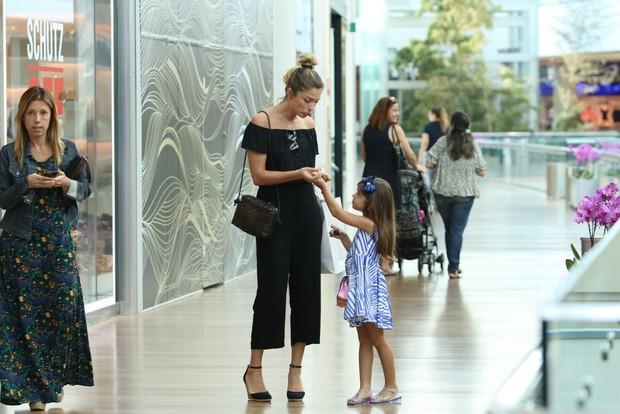 Grazi Massafera faz compras com a filha em shopping do Rio  (Crédito: AgNews/Ag.News)