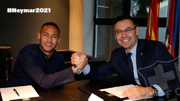 Neymar assinou seu novo contrato nesta sexta-feira (Crédito: Reprodução)