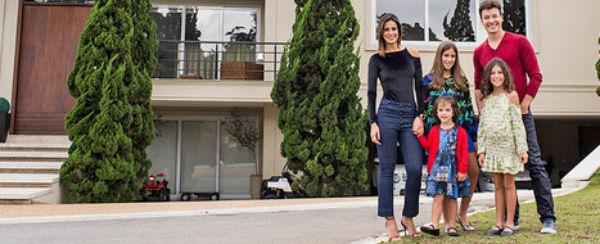Rodrigo Faro abre a mansão que tem até sala de karaokê; fotos