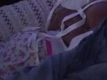 Grupo confunde boneca com bebê e arromba carro em MS