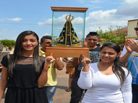 Comunidade católica acolhe a imagem de Nossa Senhora Aparecida.