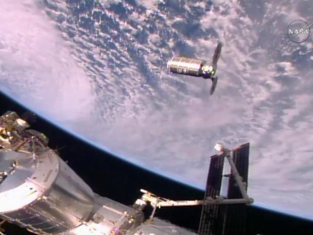 Nave de carga se aproxima da Estação Espacial Internacional (Crédito: Reprodução)