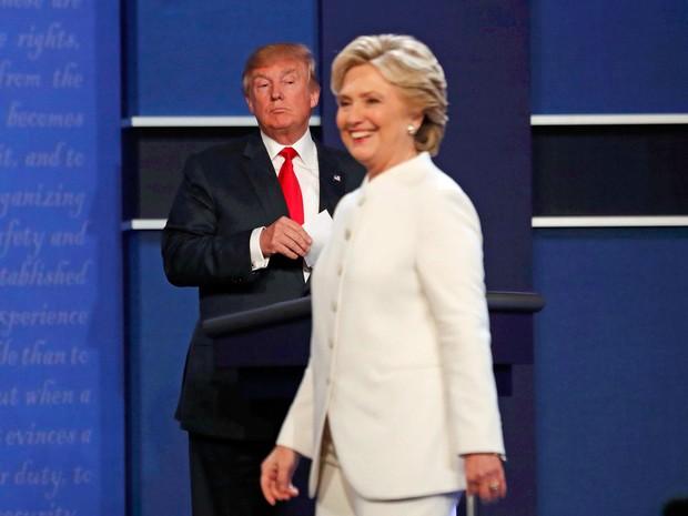 Donald Trump e Hillary Clinton durante o debate entre os candidatos (Crédito: Reuters)