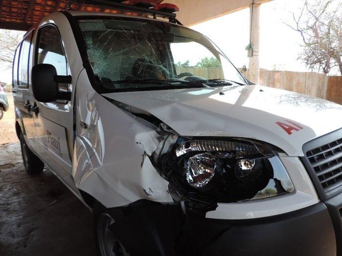 Homem com sinais de embriaguez é atropelado por ambulância