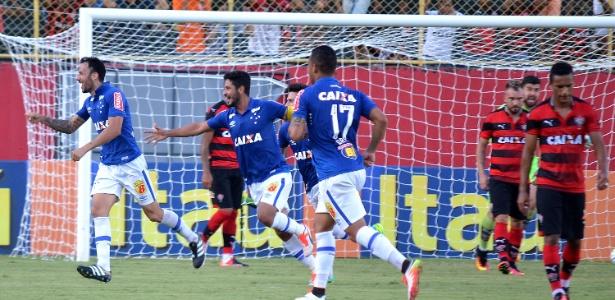 Ariel Cabral marca o gol do Cruzeiro contra o Vitória (Crédito: Estadão)