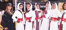 Modelos são presas na Arábia por fotos ao lado de carros de luxo