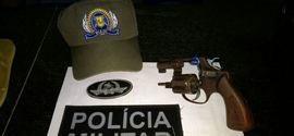 Polícia recupera moto roubada e apreende arma usada em crime