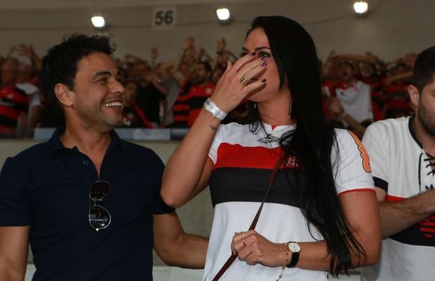 Zezé levou namorada para torcer para o Flamengo  (Crédito: Agnews)