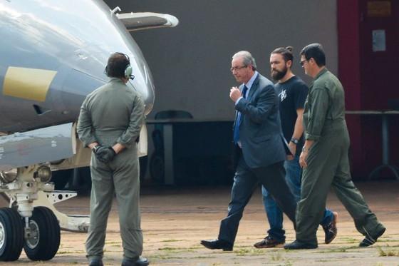 Lucas Valença escolta Eduardo Cunha (Crédito: Agência Brasil )