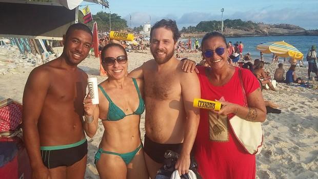 Cissa Guimarães posa de biquíni e surpreende seguidores