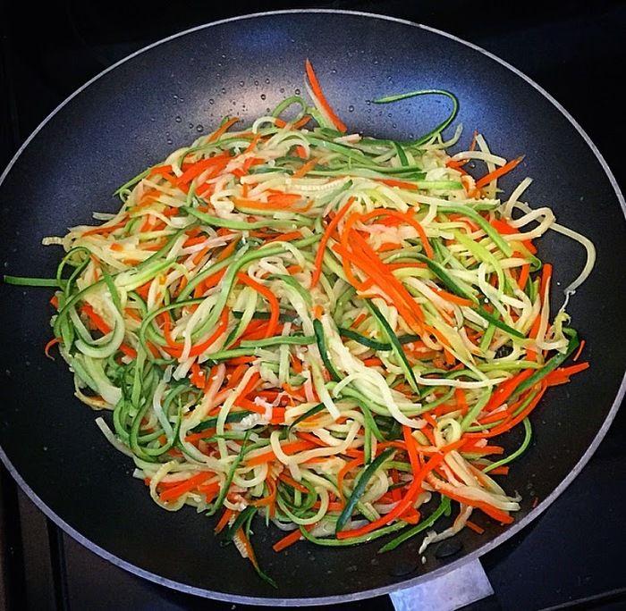 Receita: espaguete de abobrinha e cenoura