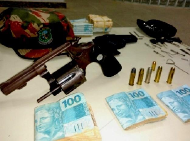 Dinheiro apreendido pela polícia (Crédito: Divulgação)