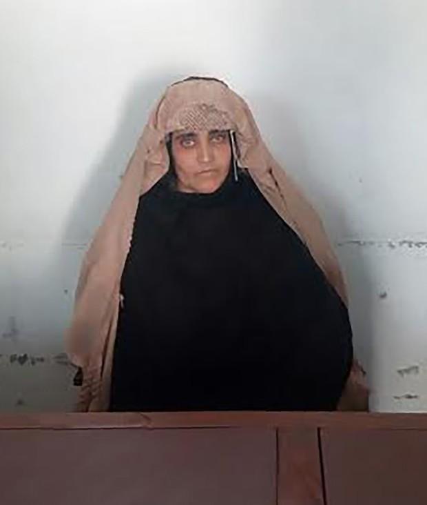 Sharbat Gula foi detida por posse documento de identidade falso (Crédito: AFP)