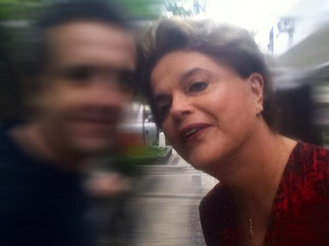 Dilma faz selfie com fã  (Crédito: Reprodução/ Instagram)