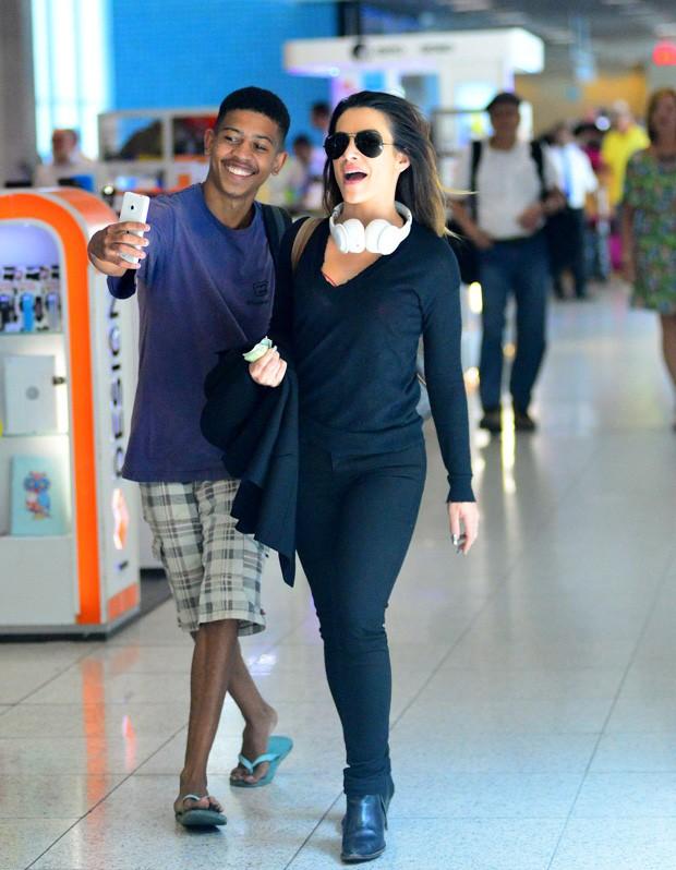 Cleo Pires em aeroporto  (Crédito: Agnews)