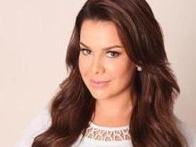 Fernanda Souza presenteia seguidoras com vestido, anel e brinco