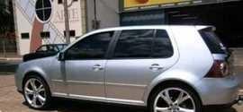 Bandidos assaltam advogados em fogem com carro das vítimas