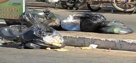 Lixo sufoca parte das ruas e avenida de Pedro II