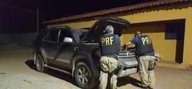 PRF recupera veículo de luxo  que transitava com documentos roubado