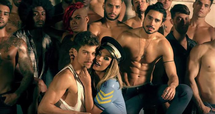 Novo clipe de Valesca Popozuda, tem homens pelados e beijo na boca