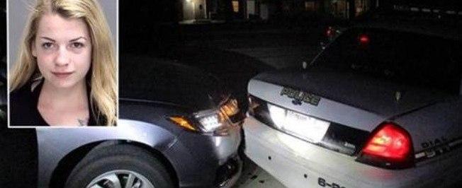 Ao fazer selfie de topless, jovem bate em carro da polícia nos EUA