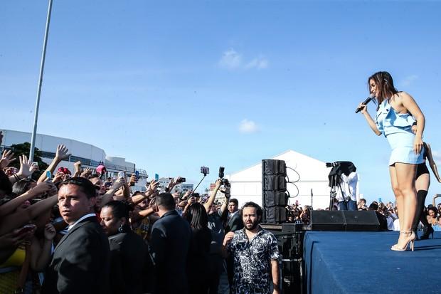 Com vestido justo Anitta faz show surpresa em Recife (Crédito: Manuela Scarpa/Brazil News)