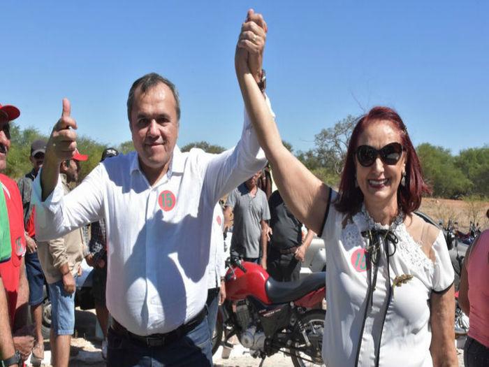 Maria José Ayres de Sousa ao lado do vice-prefeito (Crédito: Divulgação)