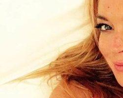 Lindsay Lohan perde pedaço do dedo em acidente com barco