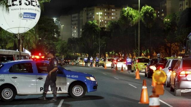 PM é preso após ser flagrado com carro roubado em blitz  (Crédito: Reprodução)