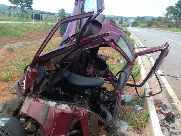 Acidente deixa cinco pessoas mortas e quatro feridos na BR-060
