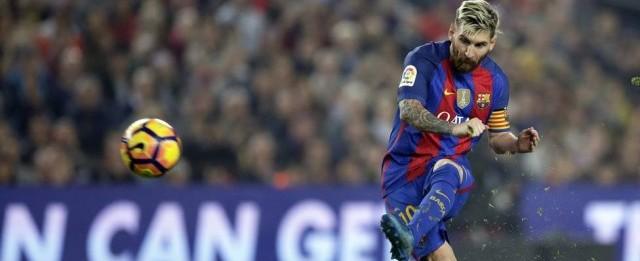 """""""Messi passeia no gramado, é o que menos corre"""", alfineta Guardiola"""