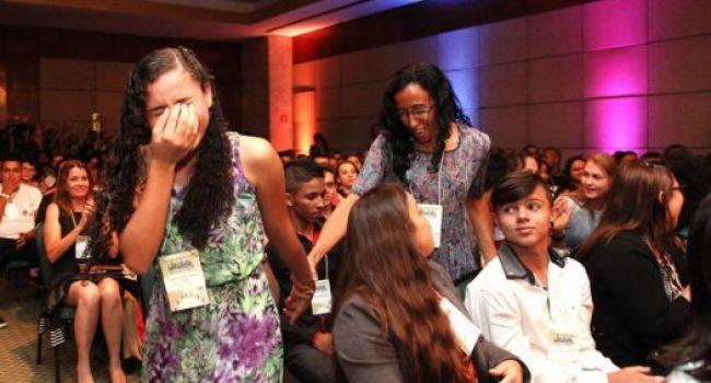 Francisca Nágila Soares Dos Santos bastante emocionada