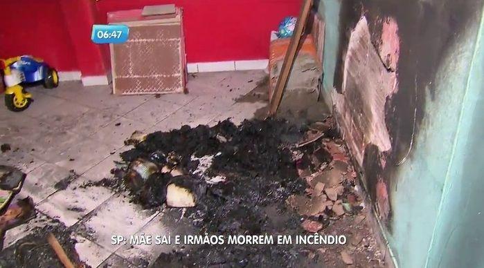 Casa foi incendiada por causa de uma vela (Crédito: Reprodução)