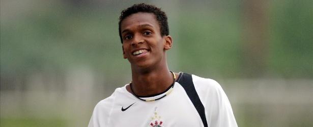 Jô assina com o Corinthians por três temporadas