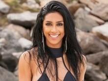 Ex-BBB Amanda Djehdian exibe corpão em ensaio realizado na praia