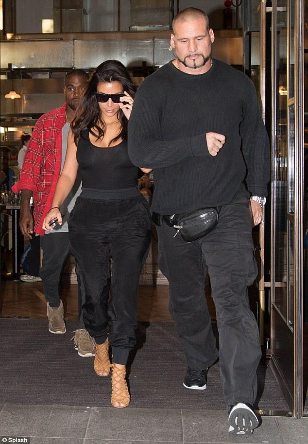 Kim e Pascal seu segurança particular