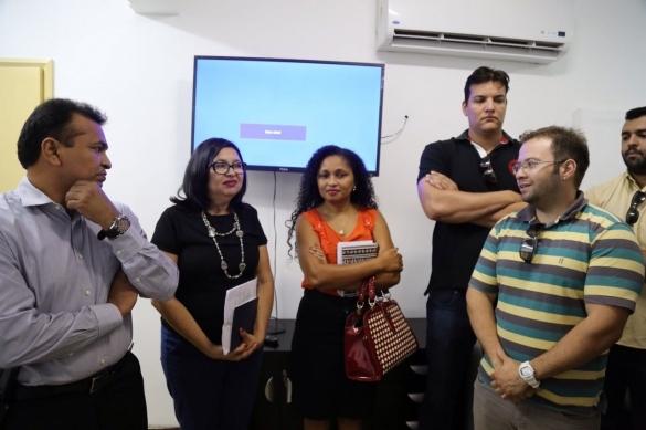 Fábio Abreu recebe comissão formada por aprovados no concurso da Polícia Civil
