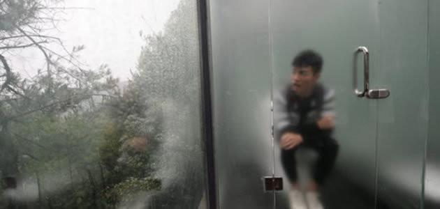 China inaugura banheiro público de vidro transparente