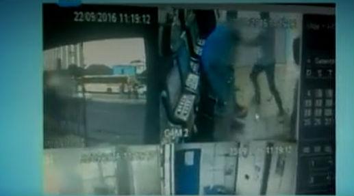 Homem agride assaltante e tem revólver roubado em salvador (Crédito: Reprodução)