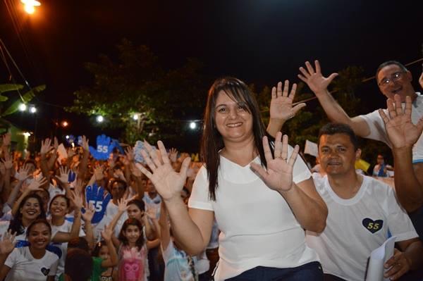 Prefeita Paula Araujo agradece ao povo pela reeleição