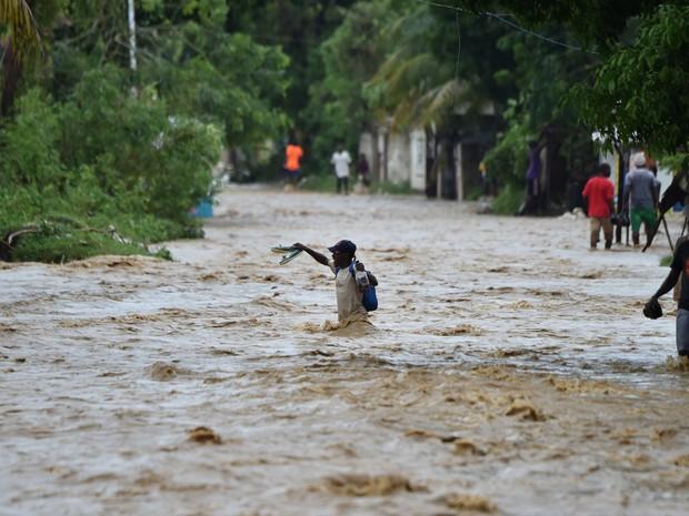 Furacão Matthew deixou mais de 100 mortos no Haiti (Crédito: HECTOR RETAMAL / AFP)