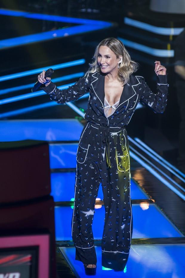 """Claudia Leitte no """"The Voice Brasil"""": look """"pijamão"""" (Crédito: Reprodução/ Globo )"""